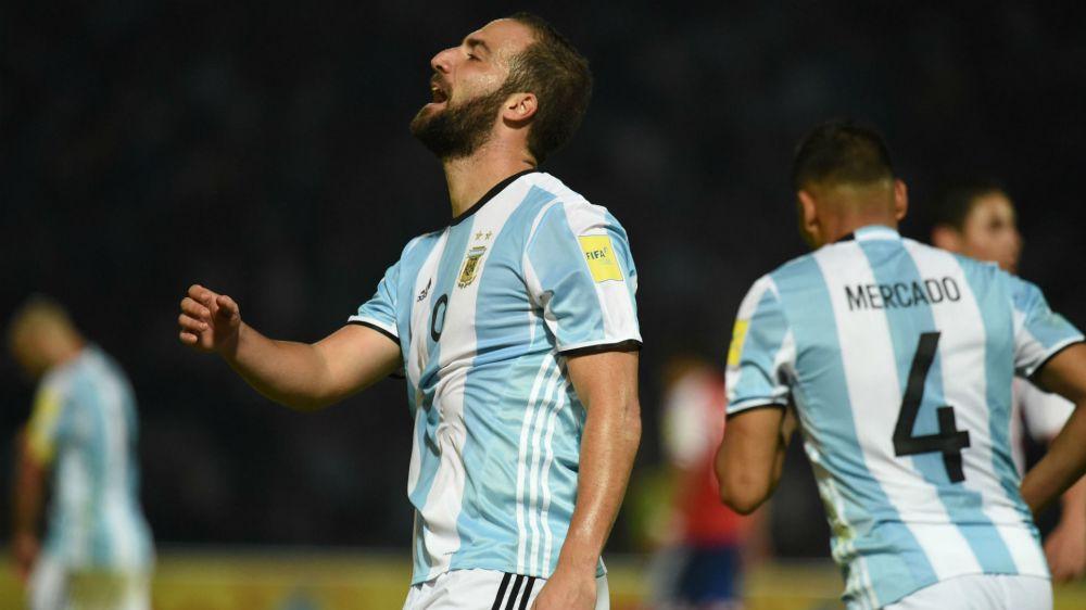 Higuain squalificato contro la Bolivia: i tifosi dell'Argentina esultano su Twitter
