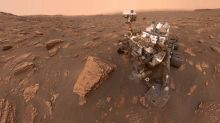 NASA's Curiosity manages a quick selfie just before the great Martian dust storm