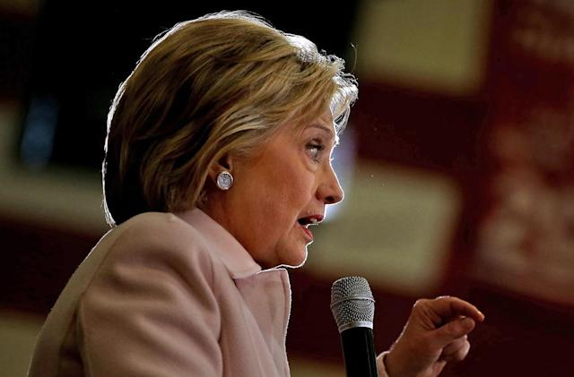 US government says 22 Clinton emails contain top secret info