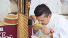 'Cake Boss' Buddy Valastro tries Singapore's national cake