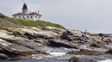 Free offices with a view: 4 lighthouses, courtesy of feds