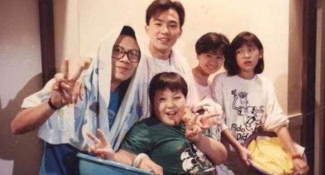 賈靜雯曬30年前舊照 網驚:妳在哪
