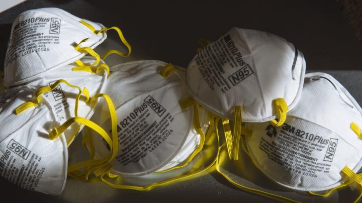 Tapabocas pasan de la moda al olvido en EE.UU.: B. Sutherland