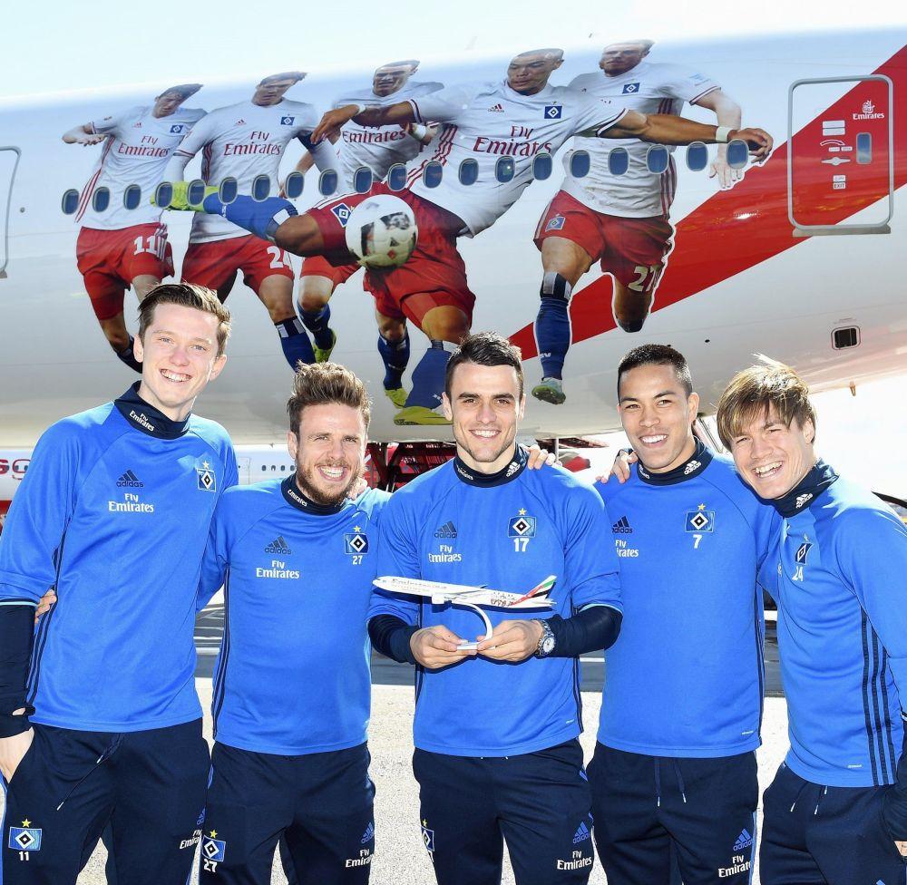 Fluglinie Emirates stellt HSV-Jet vor