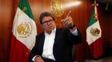 Jefe de bancada mayoritaria en Senado México, a favor de regular intervenciones telefónicas