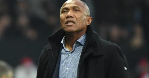 Foot - L1 - Guingamp - Antoine Kombouaré (Guingamp) félicite Angers