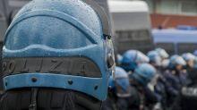 """Milano, militanti """"Casa Brancaleone"""" hanno dormito su tetto"""