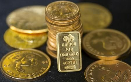 Gold dips as U.S.-China trade woes support dollar, palladium hits record high