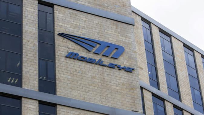 Ford will collaborate with Mobileye for future collision avoidance technology