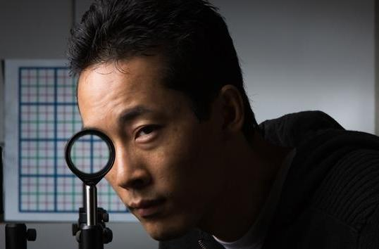 Scientists make an invisibility cloak using off-the-shelf optical lenses
