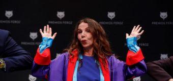 Victoria Abril desbarra y se marca un Miguel Bosé a la francesa