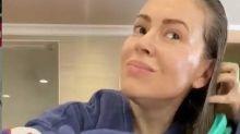 """Alyssa Milano mostra effetti Covid su capelli: """"Ecco cosa fa"""""""