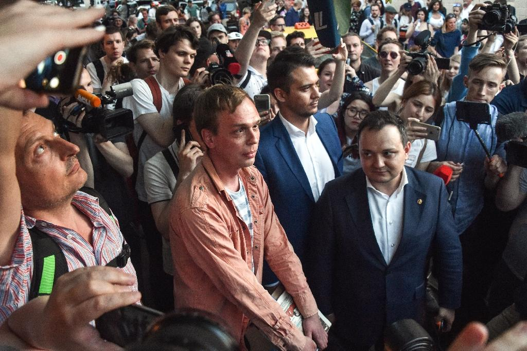 Journalists and activists reacted with joy to Gulonov's release (AFP Photo/Vasily MAXIMOV )