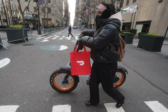 A DoorDash delivery person is pictured on the day they hold their IPO in the Manhattan borough of New York City, New York, U.S., December 9, 2020. REUTERS/Carlo Allegri