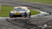Raphael Reis soma pontos importantes e mantém a liderança do campeonato da Stock Light