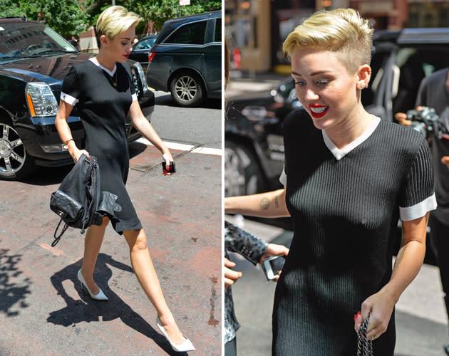 Miley ohne CyrusAhaschon BH wieder Miley 1JTFKlc