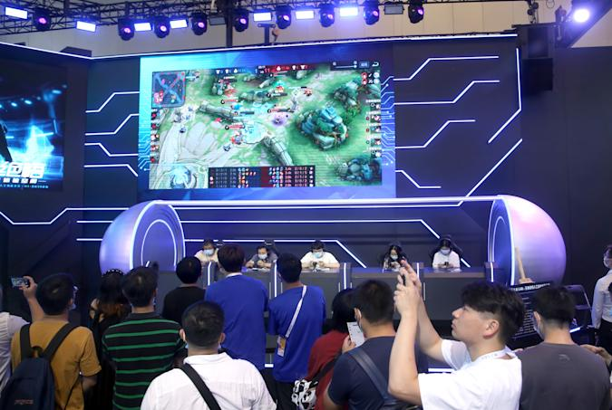 SHANGHAI, CHINA - JULY 9, 2021 - A photo taken on July 9, 2021 shows Tencent's game Honor of Kings at the Electronic Sports Human PK AI competition held at the World Artificial Intelligence Conference 2021 in Shanghai, China. (Photo credit should read Costfoto/Barcroft Media via Getty Images)