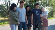 El nuevo tráiler de Riverdale muestra el funeral de Fred Andrews como tributo a Luke Perry