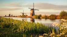 10,000 tourists for every resident: Overtourism reaches Holland's 18th century windmills