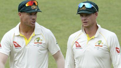 Warne defends Smith over tampering scandal