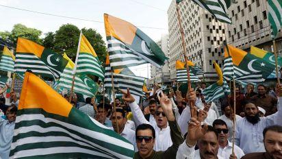 Caos Kashmir: proteste in India e Pakistan, intanto torna il coprifuoco