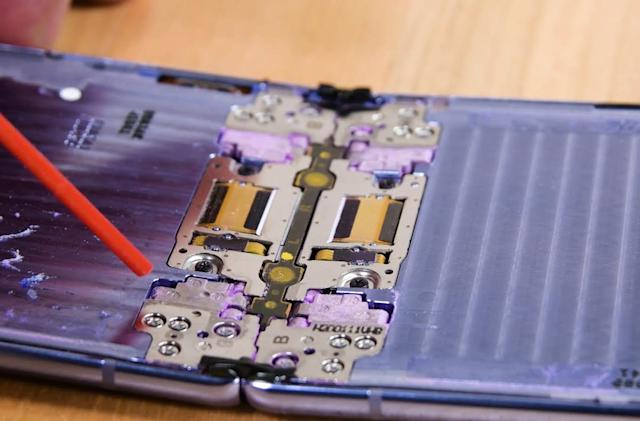 The Galaxy Z Flip's hinge fibers aren't enough to keep dust out