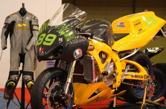 SWIGZ electric racing bike bests internal combustion competition, mostly (video)