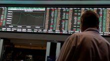 Wall St cai com incerteza comercial e dados fracos no setor imobiliário dos EUA