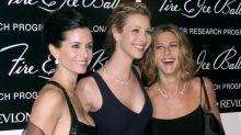 Lisa Kudrow says she felt like a 'mountain of a woman' next to her 'Friends' co-stars