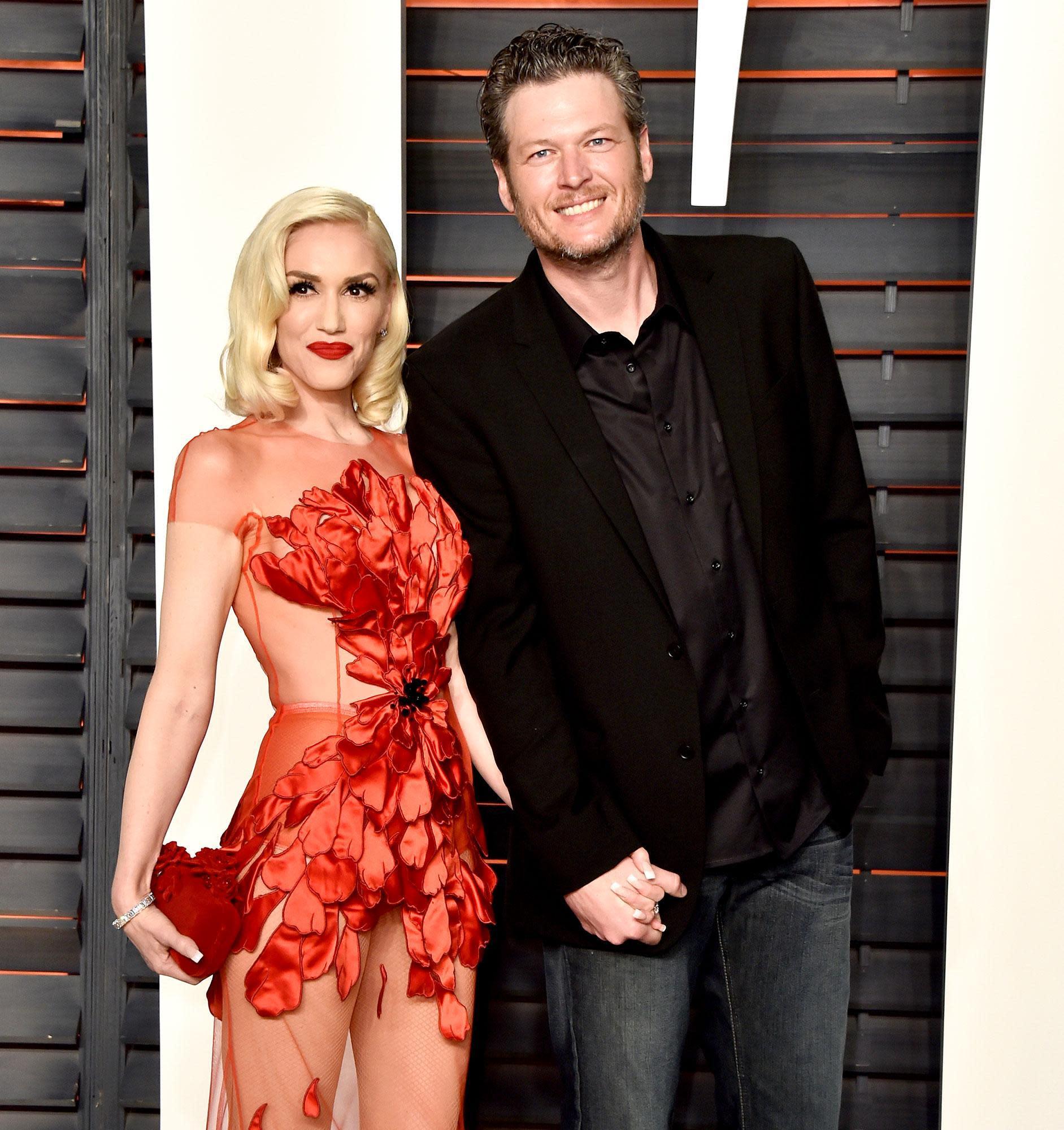 Blake Shelton Calls Gwen Stefani Hot On The Voice -8396