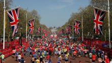 London Marathon runner dies in hospital : organizers