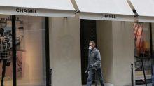 Chanel se lance dans la fabrication de masques et renonce au chômage partiel