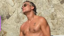 Fábio Assunção exibe corpo em forma em fotos na piscina