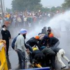 Farmers march: India farmers clash with police in protest march