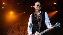 Johnny Depp ließ sich ein Tattoo von Berlinerin stechen
