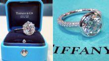 """Mulher descobre que seu """"anel da Tiffany"""" de mil reais custou menos de R$ 30"""