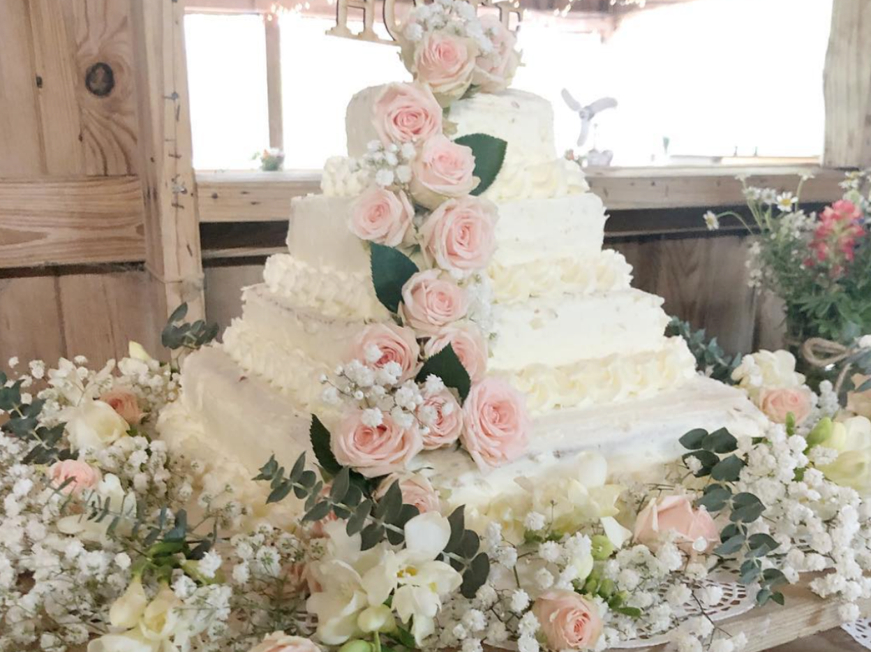 This Gigantic DIY Costco Wedding Cake Only Costs $50