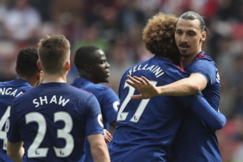 Ibra volta a brilhar, United goleia e afunda rival na Premier League