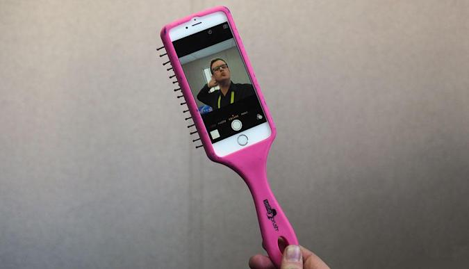 A detailed examination of the Selfie Brush (iPhone 6 edition)