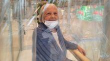 """Covid-19 : en Italie, des """"pièces à câlins"""" dans les maisons de retraite pour prendre ses proches dans les bras"""