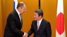 El canciller japonés visitará Rusia para buscar tratado de paz tras II Guerra Mundial