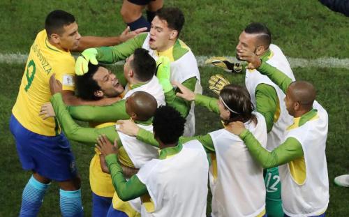 Le Bresil et le Chili assurent, l'Uruguay tombe