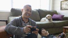 Grupo de segurança online incentiva pais a jogarem videogames com seus filhos