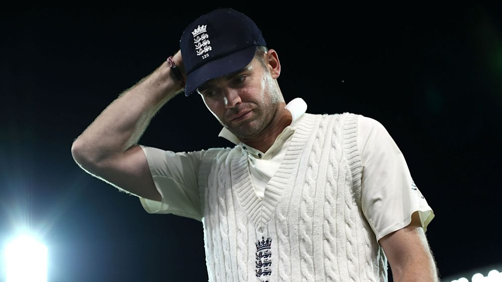 Anderson concerned by England batting collapse
