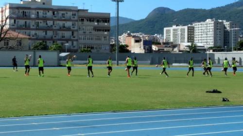 Reservas do Botafogo fazem treino técnico no Nilton Santos