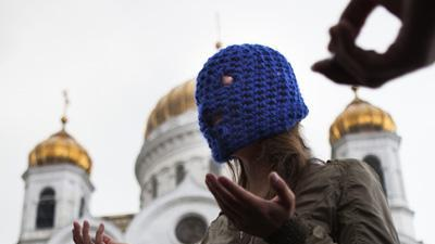Activists rally for jailed Russian rockers