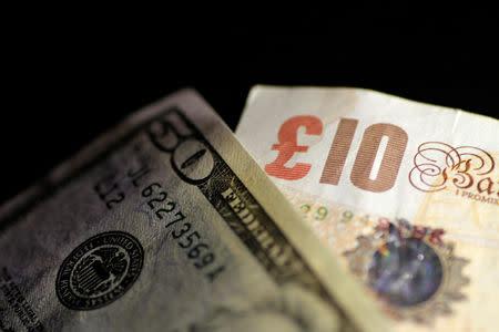 Foto Iración De Billetes Libras Esterlinas Y Dólares