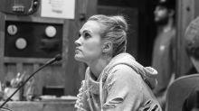 Carrie Underwood muestra la mitad de su rostro tras accidente