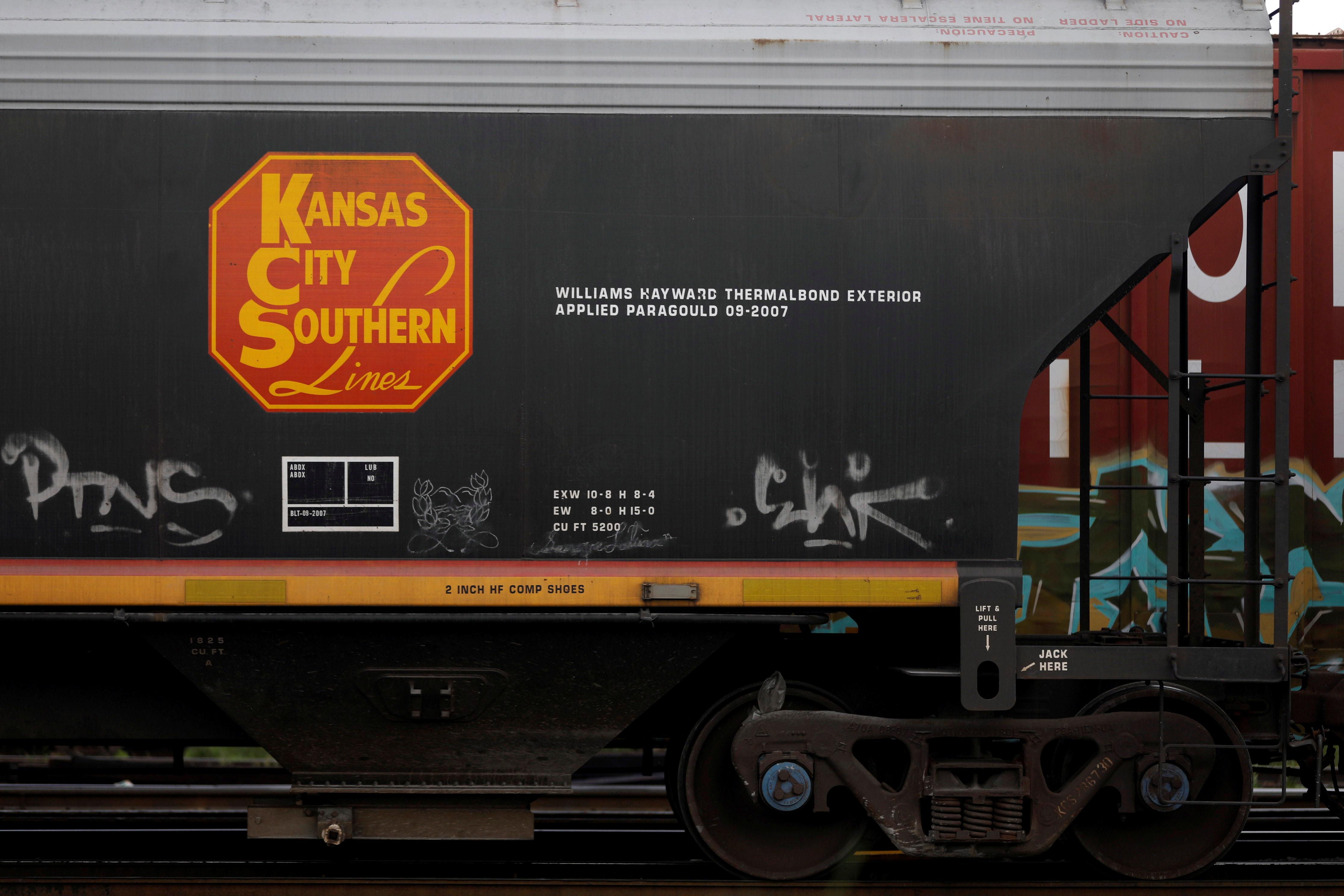 Kansas City Southern earnings — What to know in markets Friday