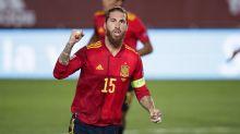 10 lendas do futebol que têm menos gols por suas seleções do que Sergio Ramos